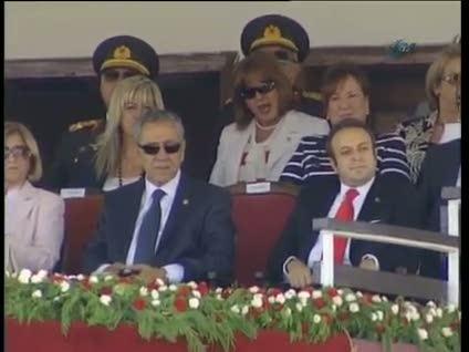 Kılıçdaroğlu kalktı, Gül oturttu
