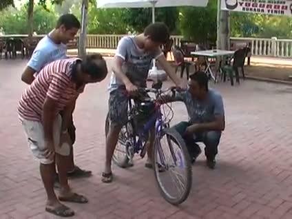 Bisikletten motosiklet yaptı!