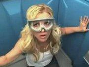 Britney Spears tuvalet kabinine girerse