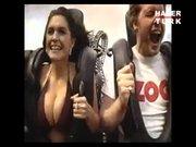 Genç kızın Roller Coaster macerası