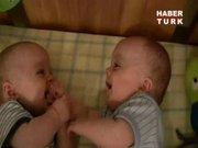 İkizler bakın nasıl anlaşıyor!