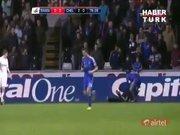 Eden Hazard, top toplayıcı genci tekmeledi!