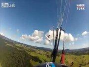 Yamaç paraşütüyle planörün havada çarpışma anı