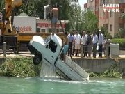 Kamyonet sulama kanalına uçtu