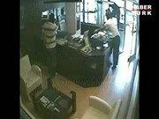 Kağıthane'deki kuyumcu soygunu güvenlik kamerasında