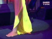 Yıldız Tilbe ayakkabılarını unutunca...