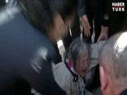 Yaşlı kadın meclis'te sinir krizi geçirdi