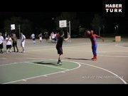 Spiderman, basketbol oynarsa...