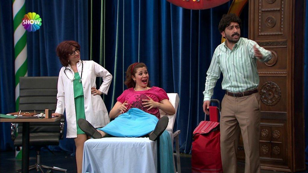 18 Aylık Hamile Burcu Güldür Güldür Show 18 Aydır Ikiz çocuklara