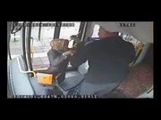 Otobüs şoföründen kadın sürücüye dayak!