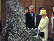 Kraliçe'nin gözü tahtta!
