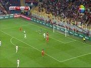 Gökhan Töre gol fırsatını kaçırdı