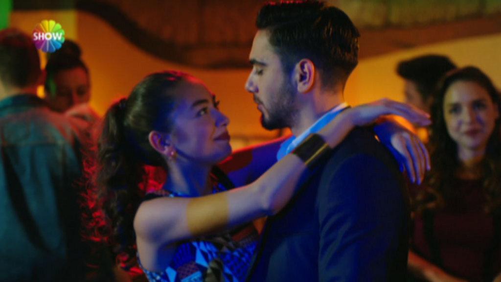 Aşıkların romantik dansı / Fatih Harbiye