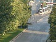 Tramvayın çarptığı adama yola fırladı