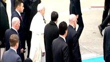 Papa, düşme tehlikesi geçirdi