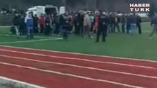 Futbolcu kalp krizi geçirdi ambulans stada giremedi