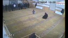 Yaramaz çocuk namaz vakti camiye girince olanlar oldu!