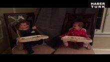 Karşılıklı 'Ce e' oynayan bebekler