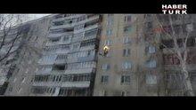 Kendini yakıp çatıdan atladı!