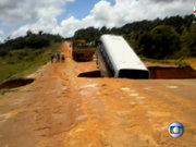 Brezilya'da çukur otobüsü yuttu