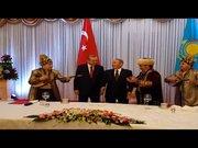 Cumhurbaşkanı Erdoğan, Dombra'ya alkışla tempo tuttu