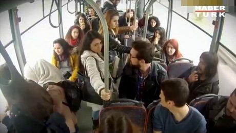 Otobüse binenleri şok eden şaka