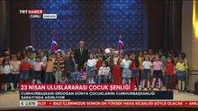 Erdoğan çifti çocuklarla şarkı söyledi
