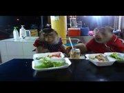Restoranda yemek yediler!