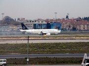 Motoru alev alan THY uçağı acil iniş yaptı