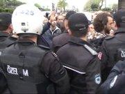 CHP milletvekili adayı yere düştü!