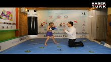 8 yaşındaki boksör kız sosyal medyayı salladı!