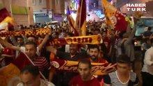 İstiklal'de Galatasaray şampiyonluk kutlaması