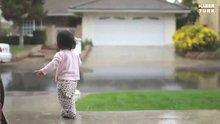 15 aylık bebek yağmurla böyle tanıştı!