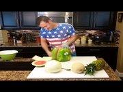 Meyve salatası işte böyle hazırlanır!