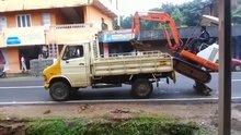 Forklift'i kamyonete yükledi!