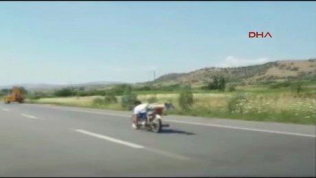 Motosikletlinin tehlikeli oyunu
