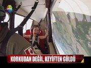 Minik kızın uçak keyfi