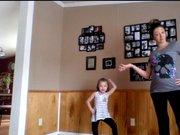 Hamile kadın ve kızından harika dans!