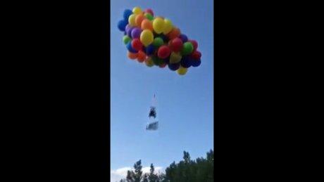 Helyum balonu ile yükseldi