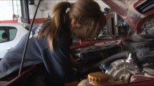 Motor merakı genç kızı oto tamircisi yaptı
