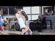 Turist taklidi yaparak kızları öptü!