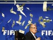 Sepp Blatter'e para yağmuru