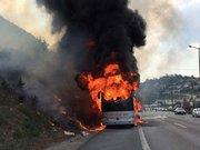 Kocaeli'nde seyir halindeki otobüs alev alev yandı