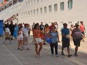 Turistlerin cebinde akrep var