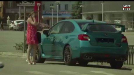 Renk değiştiren arabayı görenlerin ilginç tepkisi