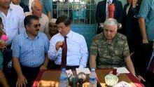 Davutoğlu köy kahvesinde sorunları dinledi