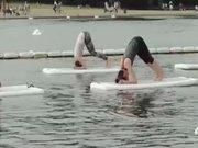 Su üzerinde yoga