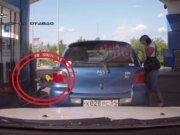 Kadın sürücü pompayı unuttu