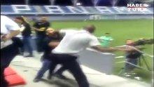 Kosta Rika teknik direktörü kavga etti
