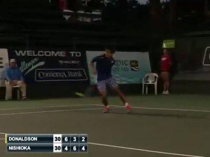 Japon tenisçiden muhteşem hareket